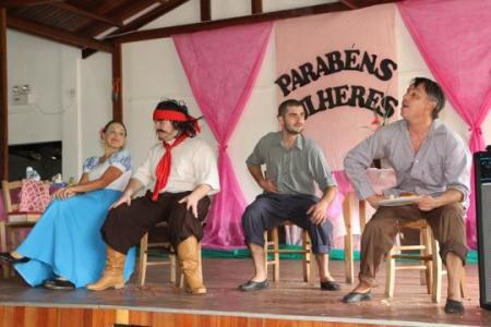 Coqueiro Baixo realiza homenagem às mulheres