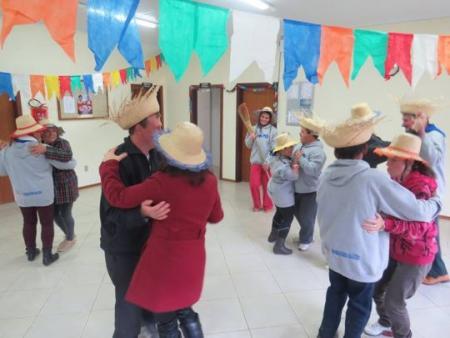 Cras de Coqueiro Baixo realiza festa juninas