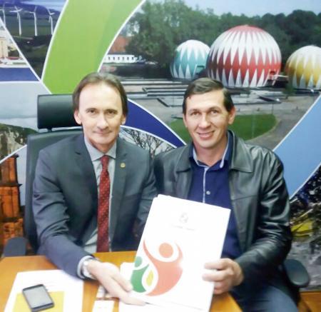 Costella recebe prefeito de Coqueiro Baixo para apresentar projetos na área do esporte