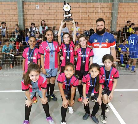 Oficina de Futsal conquista troféus