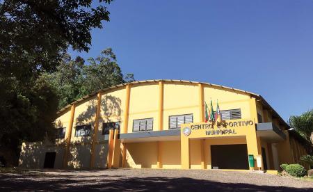 Centro Esportivo Municipal de cara nova