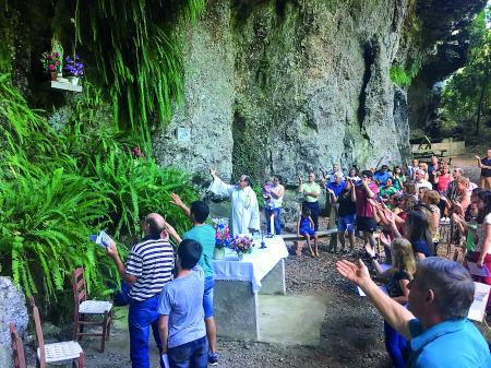 Festa na gruta de Lourdes